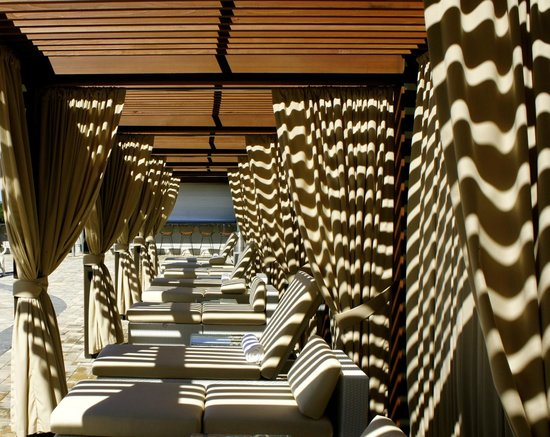 Streamsong Resort: Shade at the pool