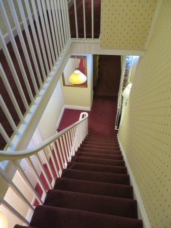 Bramwood Guest House: Staircase