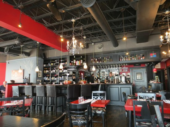 Stone Road Grille : View towards the bar