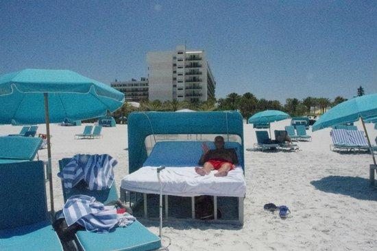 Hilton Clearwater Beach Resort & Spa: Beach cabana