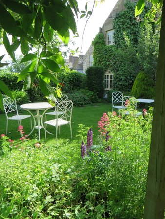 Bramwood Guest House: Garden