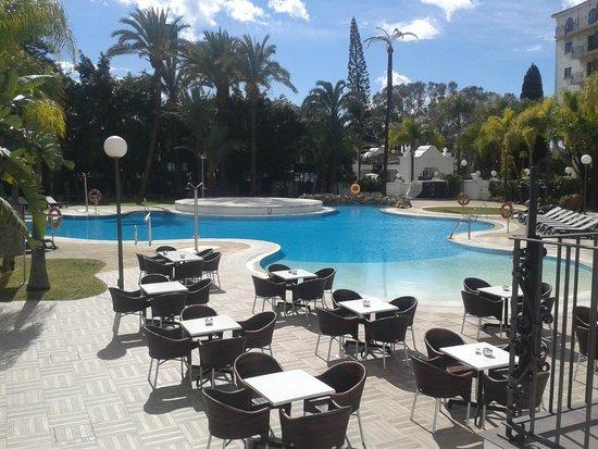 H10 Andalucia Plaza: PISCINA