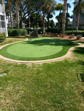 Marriott's Legends Edge at Bay Point: One of the many activities, a putting green by the pool