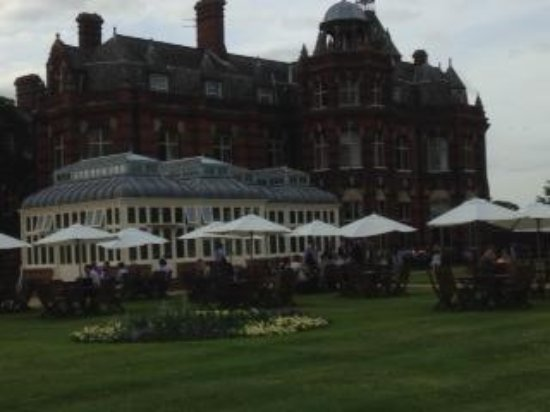 The Elvetham: Drinks on the lawn