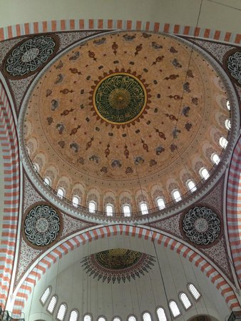 Suleymaniye Mosque: Dome and sunlight