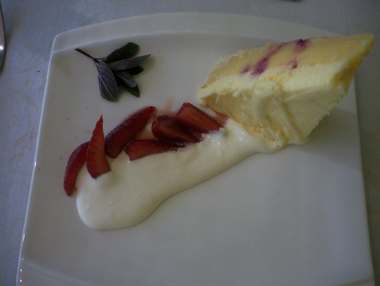 Vinoteca On The Vineyard : Lemon cake dessert