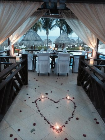 Excellence Playa Mujeres: The special table set up at The Grill