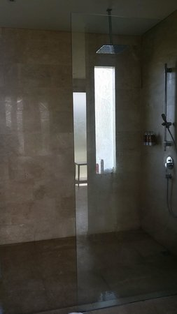 Kampoeng Villa: shower