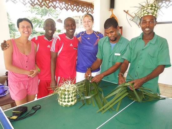 DoubleTree by Hilton Resort Zanzibar - Nungwi : Making Swahili hats with hotel staff