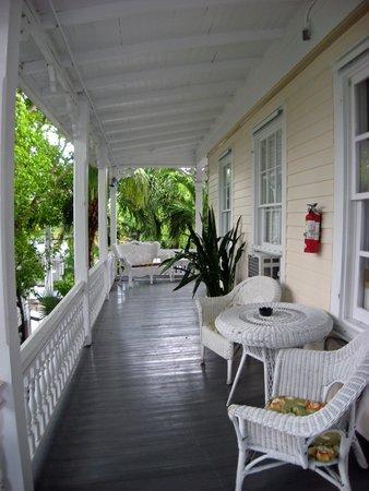 The Palms Hotel- Key West: Veranda around The Palms Hotel