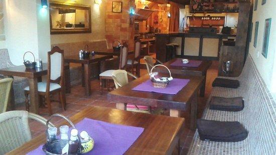 El Cortijo Apartments: Wine garden restaurant