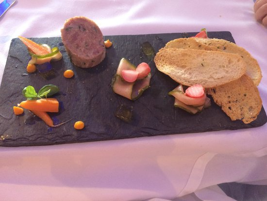 Sandy Cove Hotel: Ham hock terrine and pickled vegetables