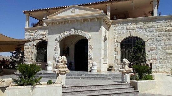 Artemis Restaurant: The entrance