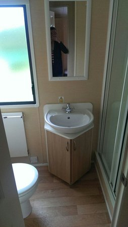 Woolacombe Bay Holiday Village : Bathroom