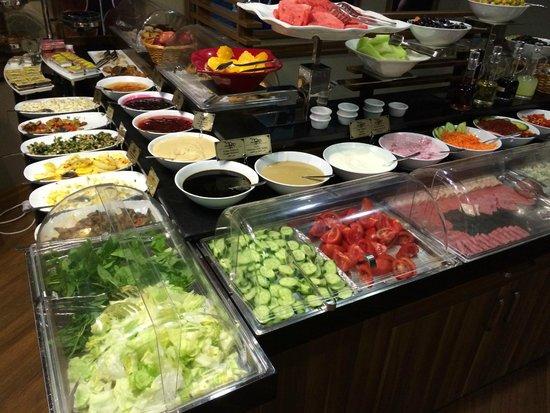Hotel Black Tulip: Buffet petit déjeuner