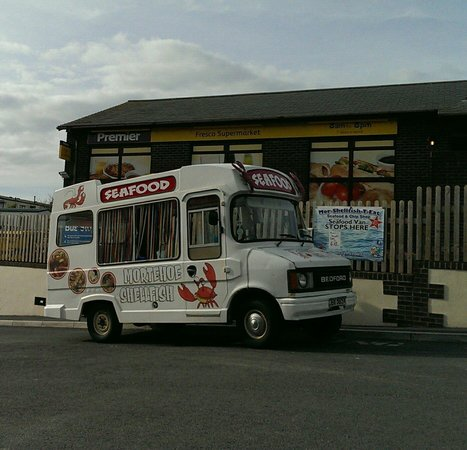 Woolacombe Bay Holiday Village : Fish van that visits the site on Tuesday, Thursday and Saturday at 615pm