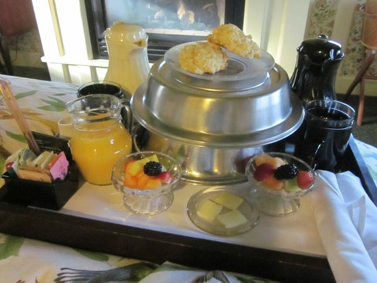 Woolverton Inn: Breakfast in bed