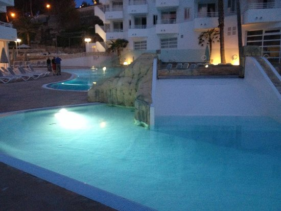FERGUS Style Cala Blanca Suites: the slide at the pool