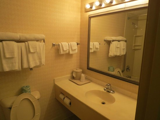 Comfort Inn Beckley : Sink area of the bathroom