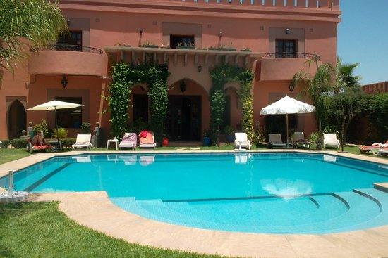 Albakech House : le jardin, la piscine