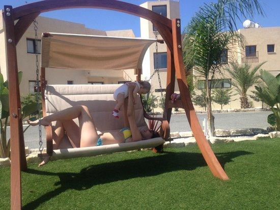 Nelia Gardens Hotel : детская плоащкда