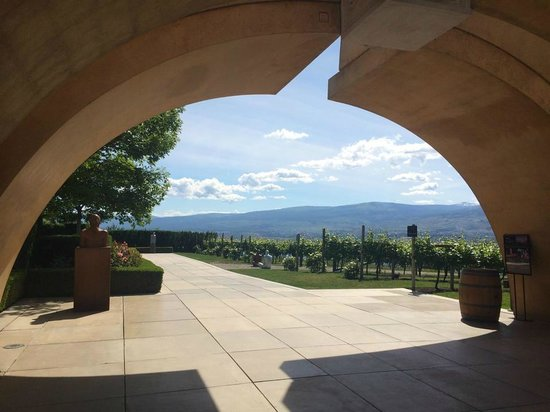 Uncorked Okanagan Wine Day Tours: Mission Hills Family Estate
