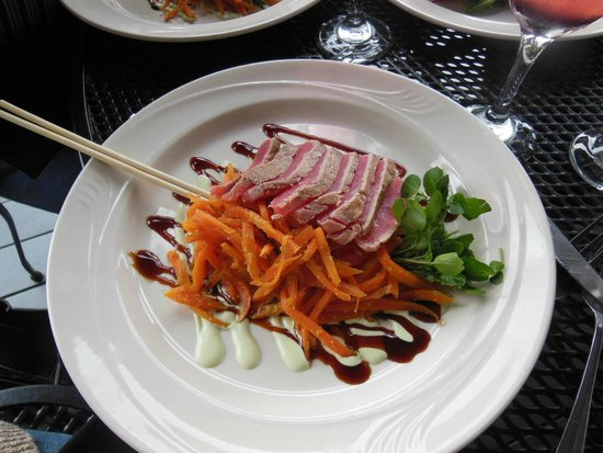 Black Cow Tap & Grill: The Ahi Tuna was perfectly done