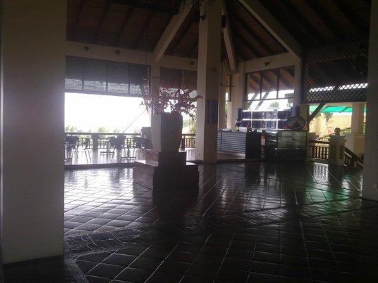 Swiss-Garden Beach Resort Damai Laut: Холл отеля