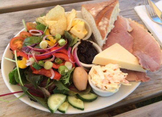 Boscastle Farm Shop : Huntsmans lunch also very very good, the red onion chutney is amazing!