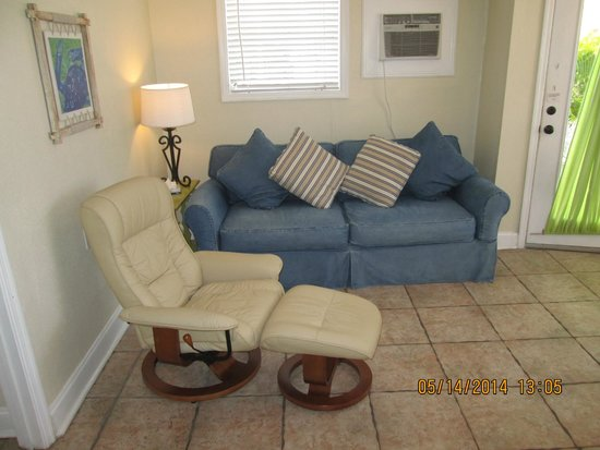 The Inn on Siesta Key: The Nook Living room