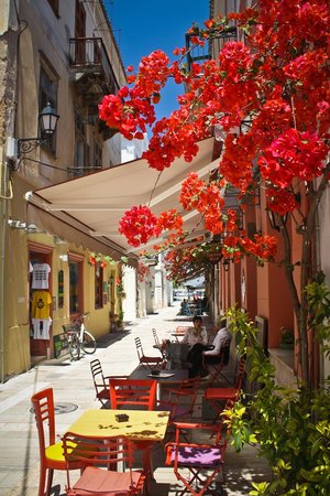 Pension Omorfi Poli: Our breakfast corner, complete with bougainvillea