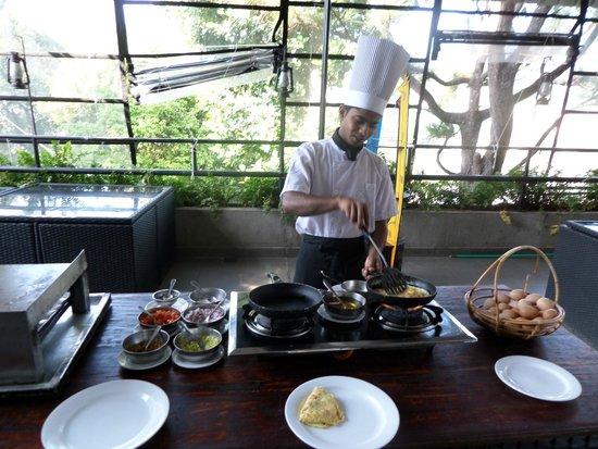 Hotel Thilanka: Breakfast
