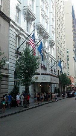 Hotel Monteleone : Royal Street entrance