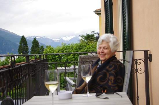 Hotel Silvio: Enjoying a glass of wine on our balcony.