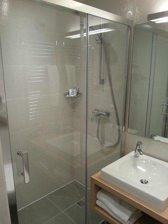 Kyriad Paris 18 - Porte De Clignancourt - Montmartre : particolare doccia