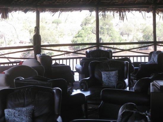 Ruaha River Lodge: Hill top lounge area overlooking Ruaha river