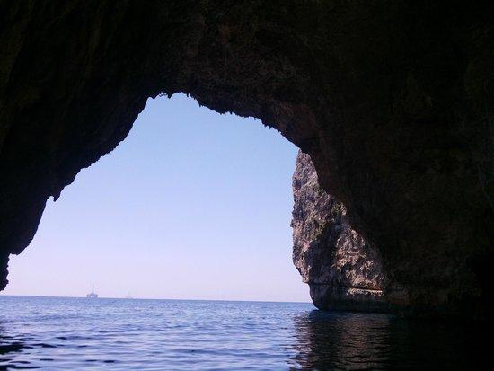 Blue Grotto (Il-Hnejja) : Entrada a la cueva principal