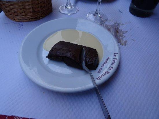 Restaurant ST Benoit : Chocolate cake dessert