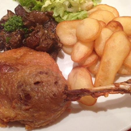 Au Petit Sud Ouest : duck confit with mushrooms and potatoes