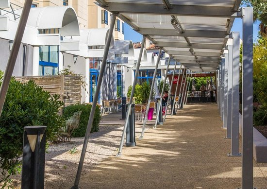 Ibis Marseille Centre Gare Saint Charles : Entrada lado Estación