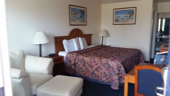 Beachcomber Inn: King size bed