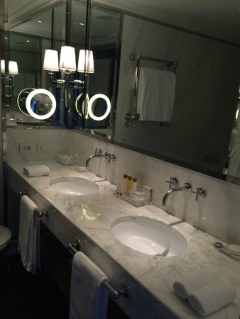 Portrait Firenze : Modern Bathroom