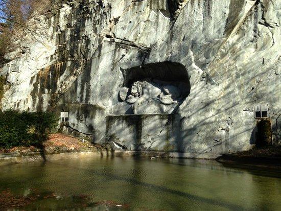 Monumento al león de Lucerna: Зима