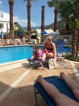 Latania : lowri & summer by the pool