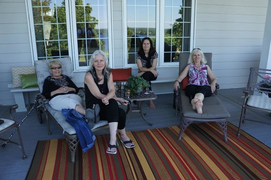 Ard Macha Bed and Breakfast : relaxing on the back patio