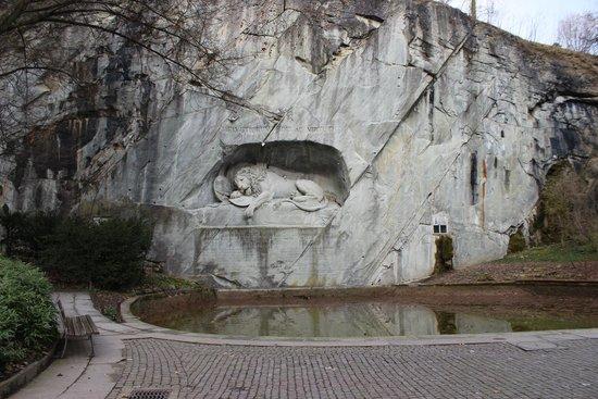 Monumento al león de Lucerna: Весна