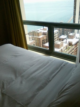 Hilton Chicago/Magnificent Mile Suites: Bedroom view