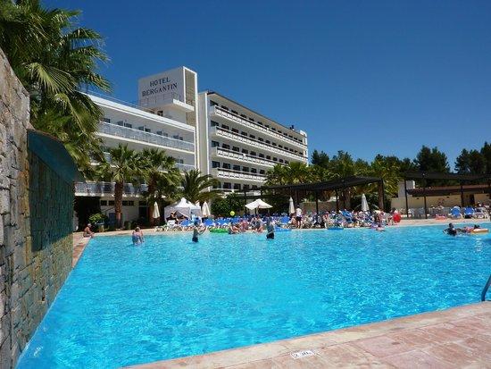 azuLine Hotel Bergantin: Large pool from top sunbed area