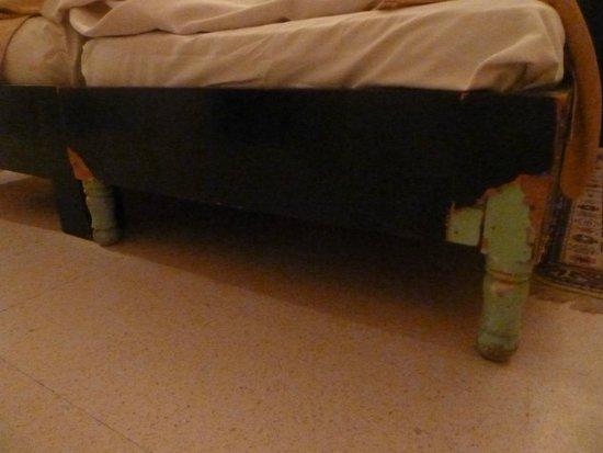 Diana Beach Club : pieds de lit...