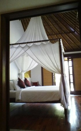 The Pavilions Bali: comfy 4 poster bed
